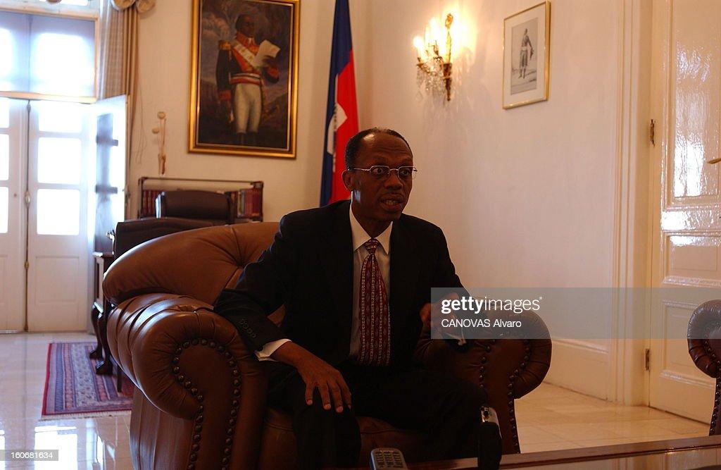 Rendezvous With Jean-bertrand Aristide. Attitude de Jean-Bertrand ARISTIDE assis dans un fauteuil dans son bureau de PORT-AU-PRINCE lors d'une interview donnée quelques jours avant son départ.