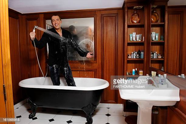 Rendezvous With JeanMarc Morandini France Paris February 2011 JeanMarc MORANDINI his home in his bathroom Standing in his bath he arrrose with shower