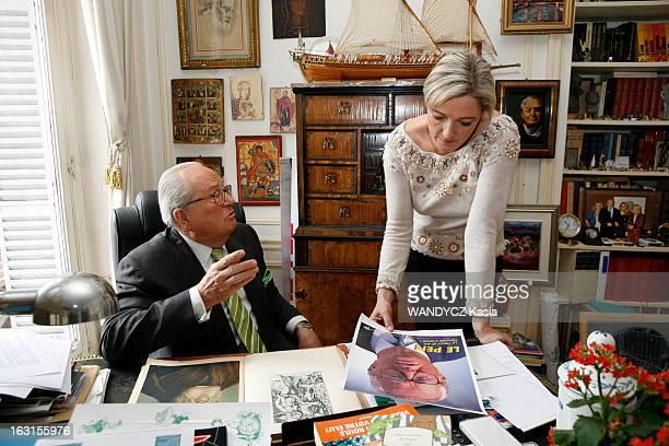 Rendezvous With JeanMarie Le Pen And His Daughter Marine Attitude de JeanMarie LE PEN assis à son bureau du 1er étage chez lui à SAINTCLOUD lors...