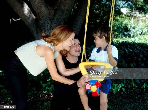 Rendezvous With John Travolta John TRAVOLTA en famille dans sa maison de Brentwood en Californie avec son épouse Kelly PRESTON et leur fils Jett...