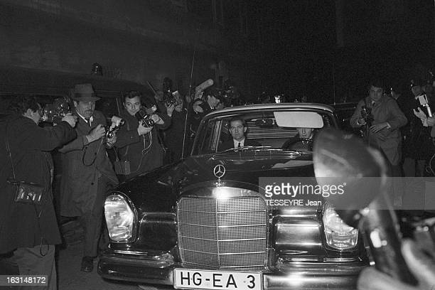 Rendezvous With King Constantine Ii Of Greece And Queen Anne Marie Of Greece With Their Children In Exile In Rome En Italie en décembre 1967 arrivée...