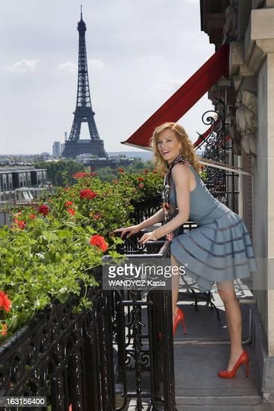 Rendezvous With Marg Helgenberger In Paris Attitude souriante et sexy de Marg HELGENBERGER actrice américaine et vedette de la série télé 'Les...
