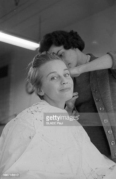 Rendezvous With Maria Schell At The Hairdresser In Hollywood EtatsUnis Los Angeles Hollywood 7 mars 1959 l'actrice autrichienne Maria SCHELL...