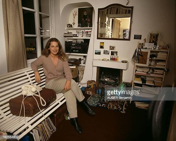 Rendezvous With Mary Nimier Author Of The Book 'La Girafe' En France en octobre 1987 Marie NIMIER écrivaine l'auteure du livre 'La Girafe' dans son...