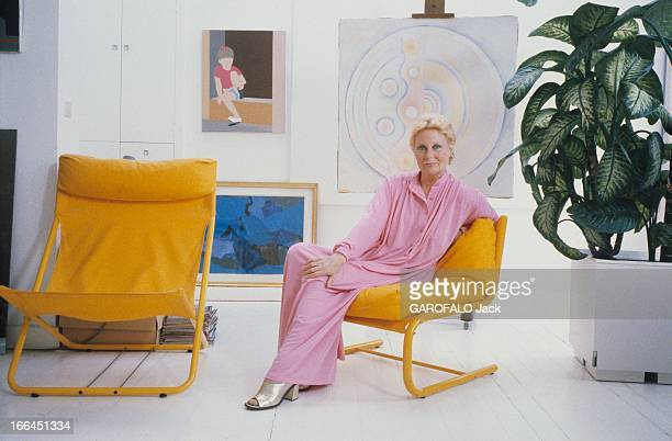 Robe longue photos stock photos and pictures getty images - Chaise cobra studio pierre cardin ...