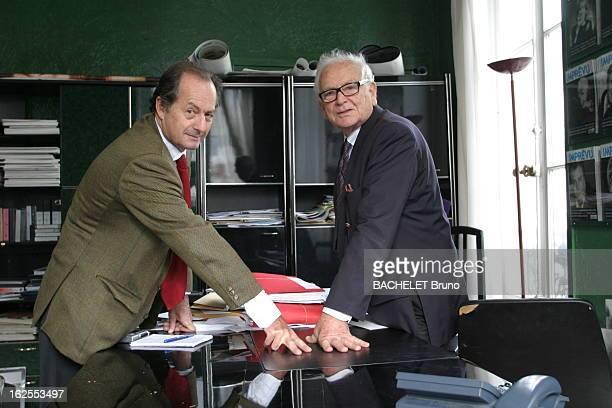 Rendezvous With Pierre Cardin Pierre CARDIN fête 29 ans de développement dans l'Empire du milieu dans son bureau de la rue de Marigny à PARIS avec...