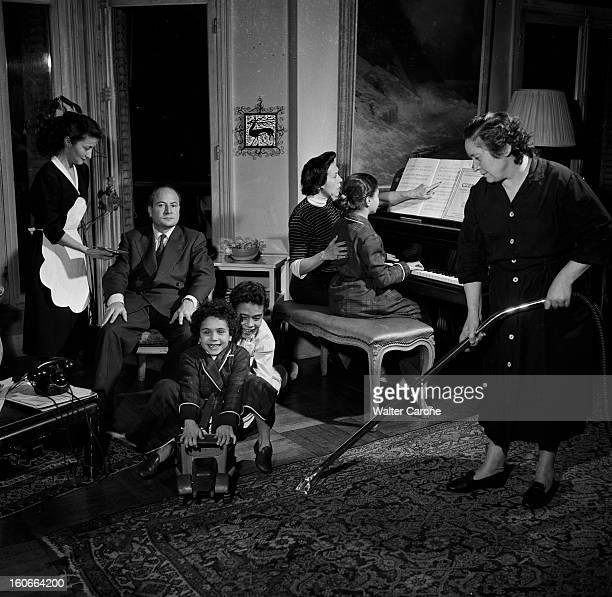 Rendezvous With Pierre Daninos Portrait de l'écrivain Pierre DANINOS chez lui assis dans son salon derrière deux de ses enfants à côté de sa femme...