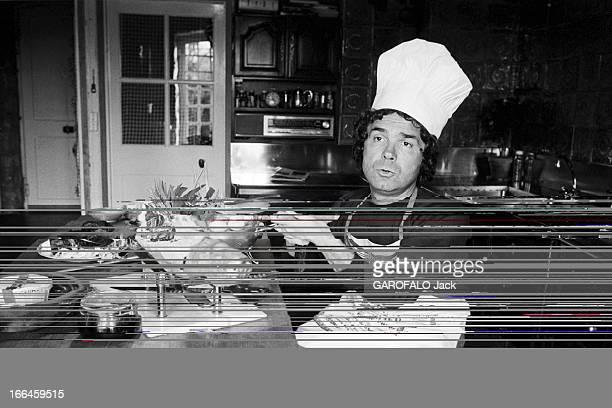 Rendezvous With Pierre Perret France Nangis 24 février 1975 l'auteur compositeur interprète français Pierre PERRET est chez lui Ici dans la cuisine...