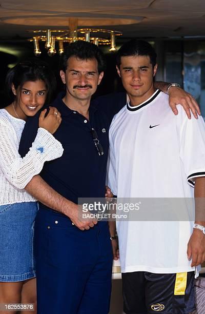 Rendezvous With Prince AlWaleed Of Saudi Arabia In The French Rivieira Sur la Côte d'Azur le prince AL WALEED BEN TALAL D'ARABIE SAOUDITE entouré de...