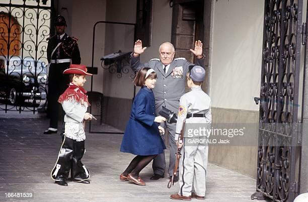 Rendezvous With Prince Rainier Iii Of Monaco With Family Le prince ALBERT DE MONACO de dos portant une déguisement de soldat sudiste jouant à la...