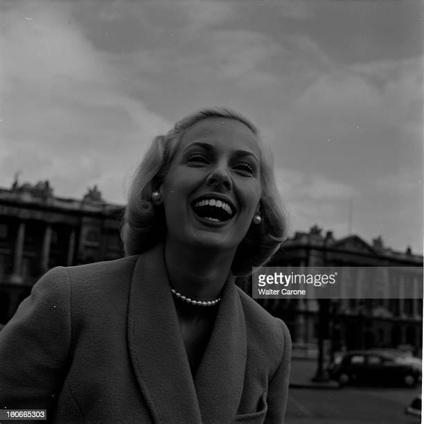 Rendezvous With Roxane In Paris Paris avril 1953 Rencontre avec Roxanne vedette de la Télévision américaine Ici sur la place de la concorde Gros plan...