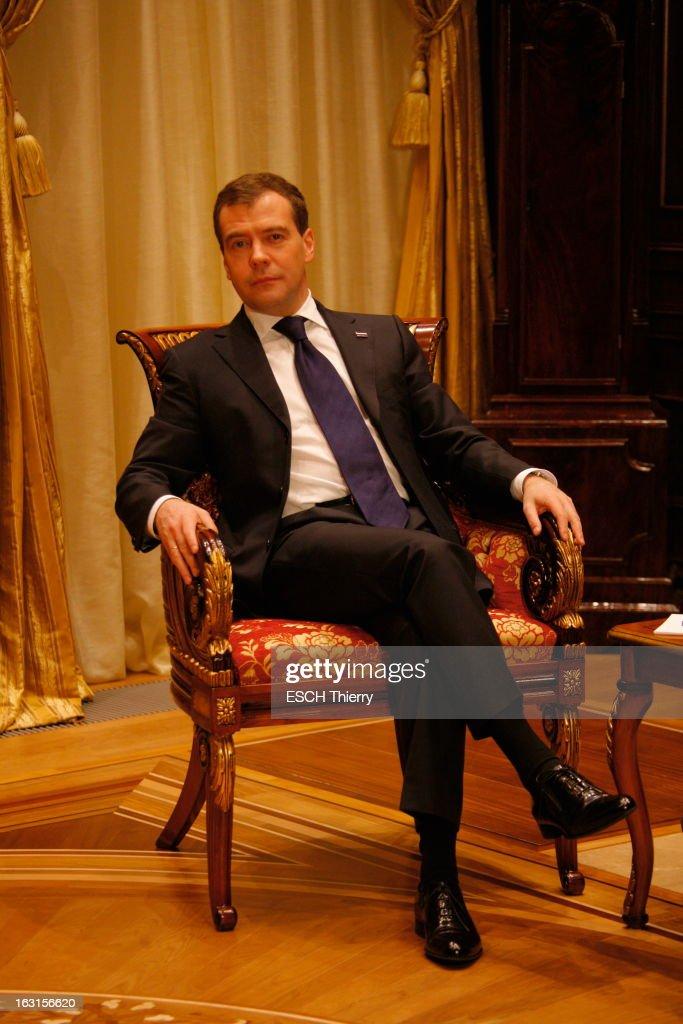 Rendezvous With Russia President Dmitry Medvedev. A la veille de son voyage à Paris, Dmitri MEDVEDEV reçoit Paris Match dans la résidence présidentielle de Gorki, à une vingtaine de kilomètres de Moscou, où il habite avec sa famille : jeudi 18 février 2010, posant assis dans son bureau.