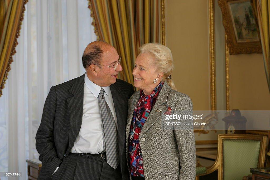 Rendezvous With <a gi-track='captionPersonalityLinkClicked' href=/galleries/search?phrase=Serge+Dassault&family=editorial&specificpeople=780308 ng-click='$event.stopPropagation()'>Serge Dassault</a> New Boss Of Figaro. Plan de face souriant de Serge DASSAULT et son épouse Nicole se regardant dans les yeux, dans les salons XVIIIe du groupe, rond-point des Champs-Elysées à PARIS.