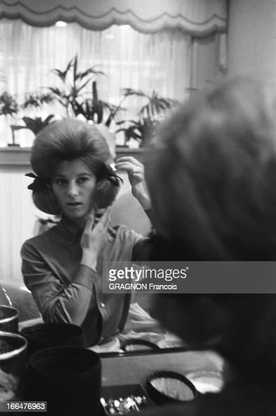rendezvous with sheila sheila assise devant un miroir chez un coiffeur paris arrangeant ses clbres - Salon Coiffure