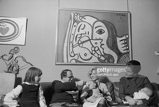 Rendezvous With Simone Veil Minister Of Health With Family 1978 1 janvier Simone VEIL ministre de la santé en famille avec son mari Antoine ses...