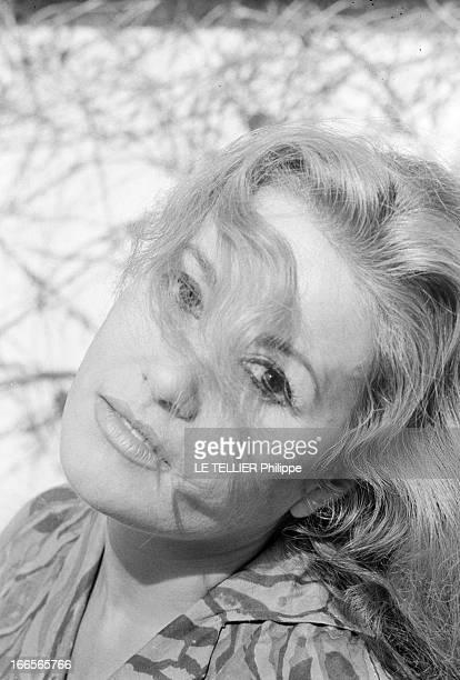Rendezvous With The Novelist Veronique Blaise Paris le 9 octobre 1962 Rendezvous avec la romancière Véronique BLAISE chez elleVéronique BLAISE est...