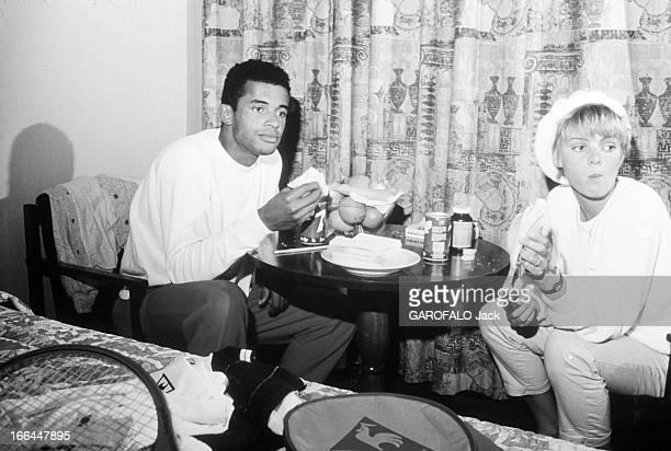 Rendezvous With Yannick Noah And His Wife Cecilia Rhode En France à Paris le 7 mai 1984 à l'occasion du tournoi de tennis RolandGarros Yannick NOAH...