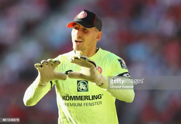 Rene Adler of Mainz is seen during the Bundesliga match between 1 FSV Mainz 05 and Hamburger SV at Opel Arena on October 14 2017 in Mainz Germany