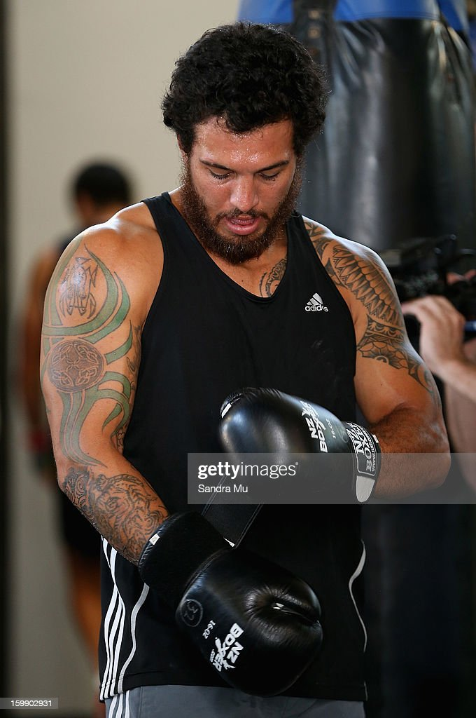 <a gi-track='captionPersonalityLinkClicked' href=/galleries/search?phrase=Rene+Ranger&family=editorial&specificpeople=1175061 ng-click='$event.stopPropagation()'>Rene Ranger</a> puts on his gloves during a Blues training session with Shane Cameron at Shane Cameron Fitness on January 23, 2013 in Auckland, New Zealand.