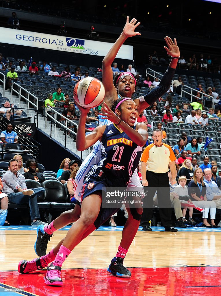 Renee Montgomery #21 of the Connecticut Sun drives against the Atlanta Dream on July 29, 2014 at Philips Arena in Atlanta, Georgia.