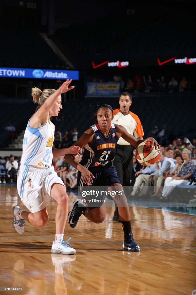 Renee Montgomery #21 of the Connecticut Sun drives past <a gi-track='captionPersonalityLinkClicked' href=/galleries/search?phrase=Courtney+Vandersloot&family=editorial&specificpeople=7642430 ng-click='$event.stopPropagation()'>Courtney Vandersloot</a> #22 of the Chicago Sky during the game on August 18, 2013 at the Allstate Arena in Rosemont, Illinois.