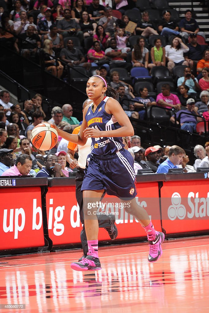 Renee Montgomery #21 of the Connecticut Sun moves the ball up-court against the San Antonio Stars at the AT&T Center on August 1, 2014 in San Antonio, Texas.