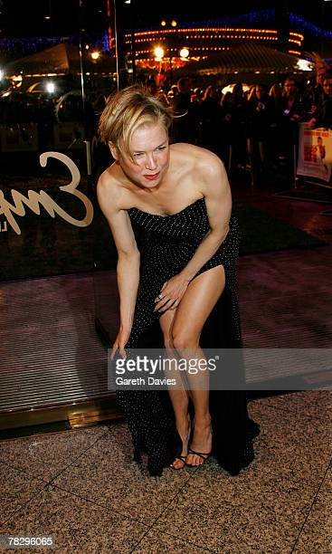 Renee Zellweger arrives at the premiere of Bee Movie at Empire Leicester Square on December 6 2007 in London England