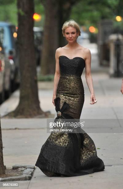 Renee Zellweger walks to Metropolitan Museum of Art's Costume Institute Gala from her Manhattan apartment on May 3 2010 in New York City