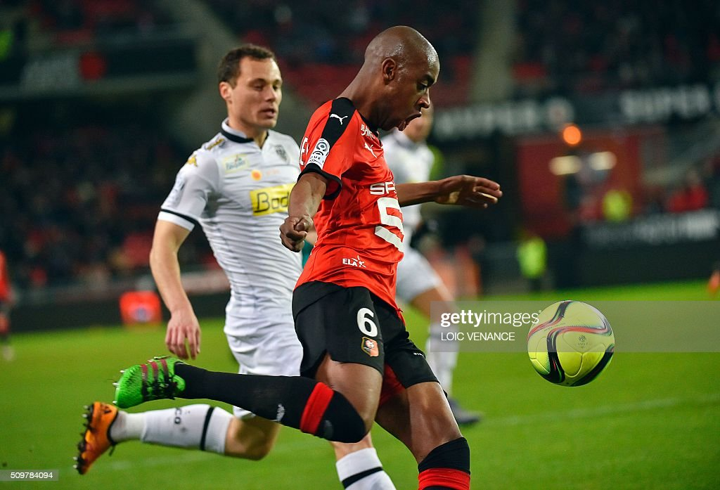 Rennes' Cape Verdean midfielder Gelson Fernandes kicks the ball during the French L1 football match Rennes vs Angers at the Roazhon Park stadium on February 12, 2016 in Rennes, western France. AFP PHOTO / LOIC VENANCE / AFP / LOIC VENANCE