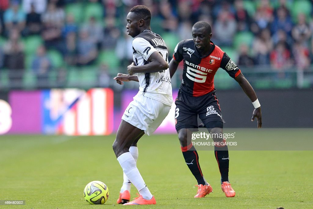 Rennes' defender Cheikh Mbengue (R) vies with Guingamp' <a gi-track='captionPersonalityLinkClicked' href=/galleries/search?phrase=Sambou+Yatabare&family=editorial&specificpeople=5747366 ng-click='$event.stopPropagation()'>Sambou Yatabare</a> (L) during the French L1 football match between Rennes and Guingamp on April 12, 2015 at the route de Lorient stadium in Rennes, western France.
