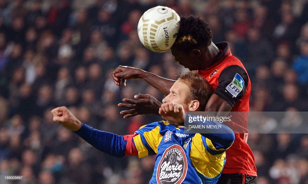 Rennes' defender John Boye (R) of Ghana fights for the ball with Arles Avignon striker David Suarez during the French League Cup football match Rennes against Avignon on October 30 , 2012 at the route de Lorient stadium in Rennes, western France. AFP PHOTO / DAMIEN MEYER