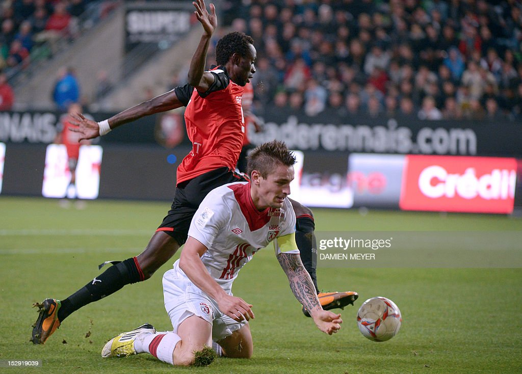 Rennes' forward from Burkina-Faso Jonathan Pitroipa (L) fights for the ball with Lille's French midfielder <a gi-track='captionPersonalityLinkClicked' href=/galleries/search?phrase=Mathieu+Debuchy&family=editorial&specificpeople=729104 ng-click='$event.stopPropagation()'>Mathieu Debuchy</a> during the French L1 football match Stade Rennais FC vs Lille LOSC, on September 28, 2012, at the route de Lorient stadium in Rennes, western France.