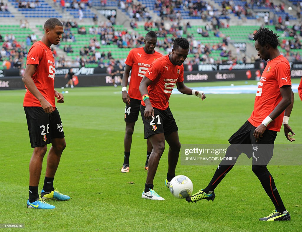 Rennes' French defender Cedric Hountondji, French midfielder Tiemoure Baka yoko, Ghanaian defender John Boye and French forward Jonathan Pitroipa take part in a training session before the French L1 football match Rennes (SRFC) vs Lille (LOSC) on August 31, 2013 at the Route de Lorient stadium in Rennes, western France.