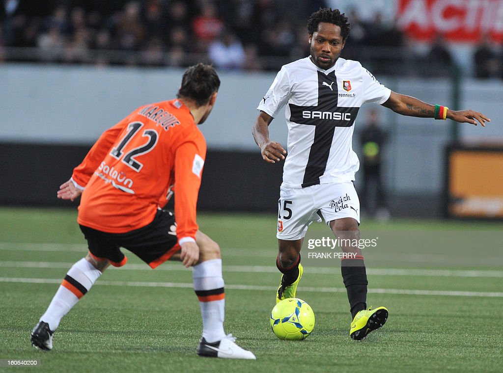 Rennes' French defender Jean Makoun (R) vies with Lorient's Argentine defender Lucas Mareque during the French L1 football match Lorient vs Rennes on February 2, 2013 at the Moustoir Stadium in Lorient, western France. AFP PHOTO FRANK PERRY