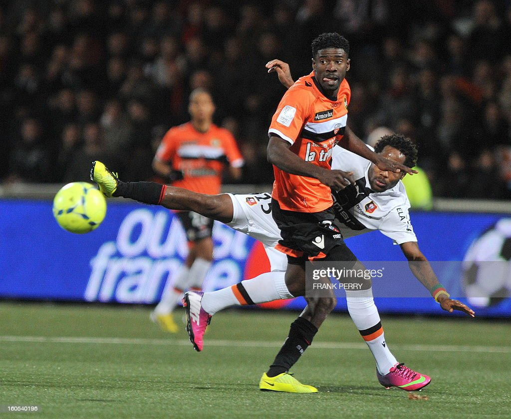Rennes' French defender Jean Makoun (R) vies with Lorient's Gabonese defender Ecuele Manga Bruno (L) and Rennes' French midfielder Alou Diarra during the French L1 football match Lorient vs Rennes on February 2, 2013 at the Moustoir Stadium in Lorient, western France. AFP PHOTO FRANK PERRY