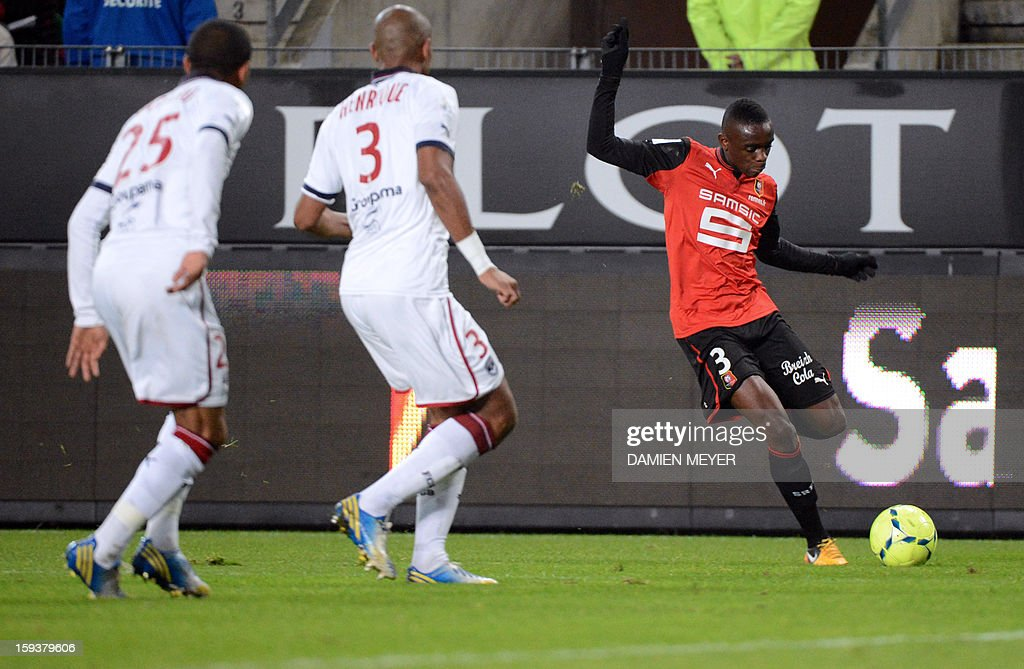 Rennes' French defender Romain Danze attemps to score in vain during a French L1 football match between Rennes and Bordeaux on January 12, 2013 at the route de Lorient stadium in Rennes, western France.