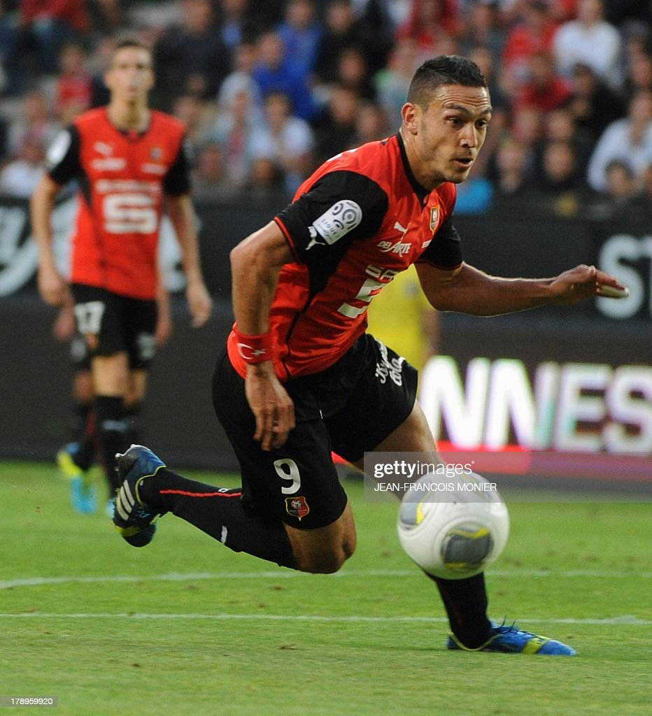 Rennes' French forward Mevlut Erding controls the ball during the French L1 football match Rennes (SRFC) vs Lille (LOSC) on August 31, 2013 at the Route de Lorient stadium in Rennes, western France. AFP PHOTO / JEAN-FRANCOIS MONIER.