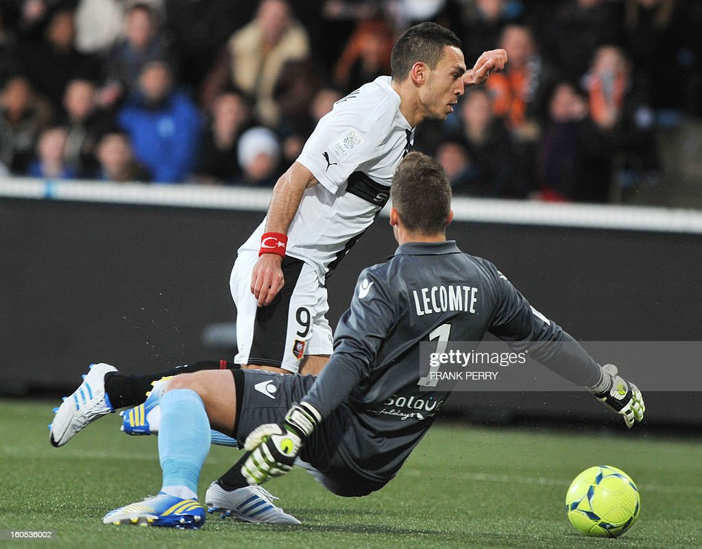 Rennes' French forward Mevlut Erding (top) vies with Lorient's French goalkeeper Benjamin Lecomte (R) during the French L1 football match Lorient vs Rennes on February 2, 2013 at the Moustoir Stadium in Lorient, western France.