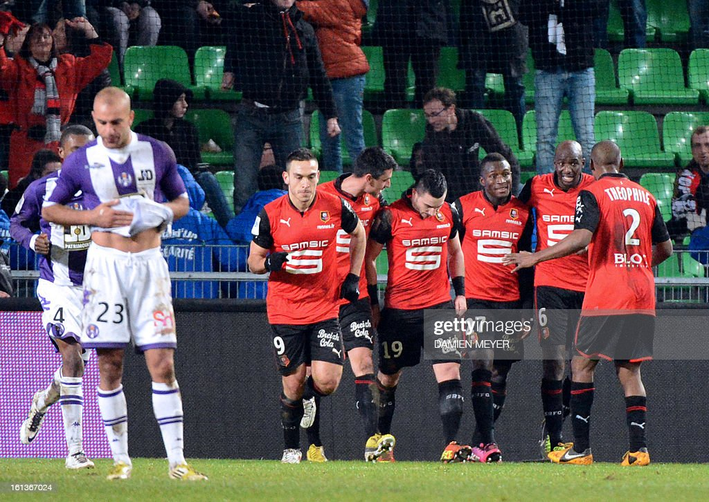 Rennes' French forward Romain Alessandrini (4th R) celebrates with team mates after scoring a goal during a French L1 football match between Rennes and Toulouse on February 10, 2013 at the route de Lorient stadium in Rennes, western France. AFP PHOTO / DAMIEN MEYER