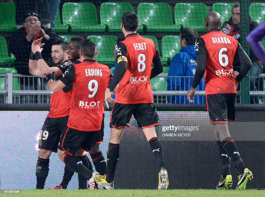 Rennes' French forward Romain Alessandrini (L) celebrates with team mates after scoring a goal during a French L1 football match between Rennes and Toulouse on February 10, 2013 at the route de Lorient stadium in Rennes, western France. AFP PHOTO / DAMIEN MEYER