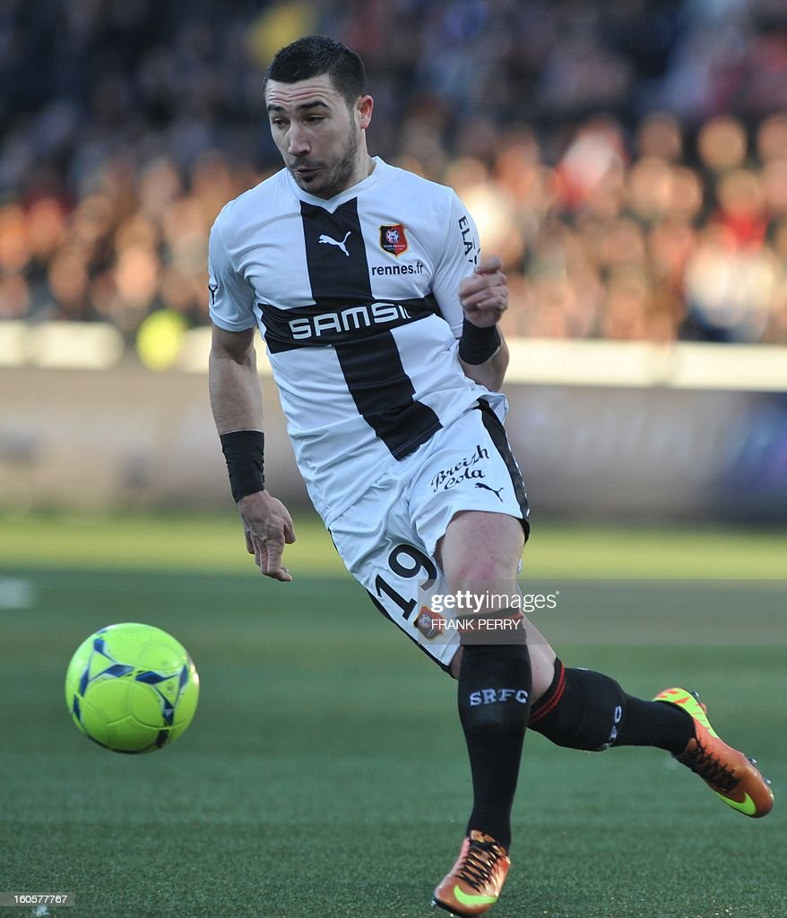 Rennes' French forward Romain Alessandrini controls the ball during the French L1 football match Lorient (FC) vs Rennes (Stade Rennais) on February 2, 2013 at the Moustoir Stadium in Lorient, western France.