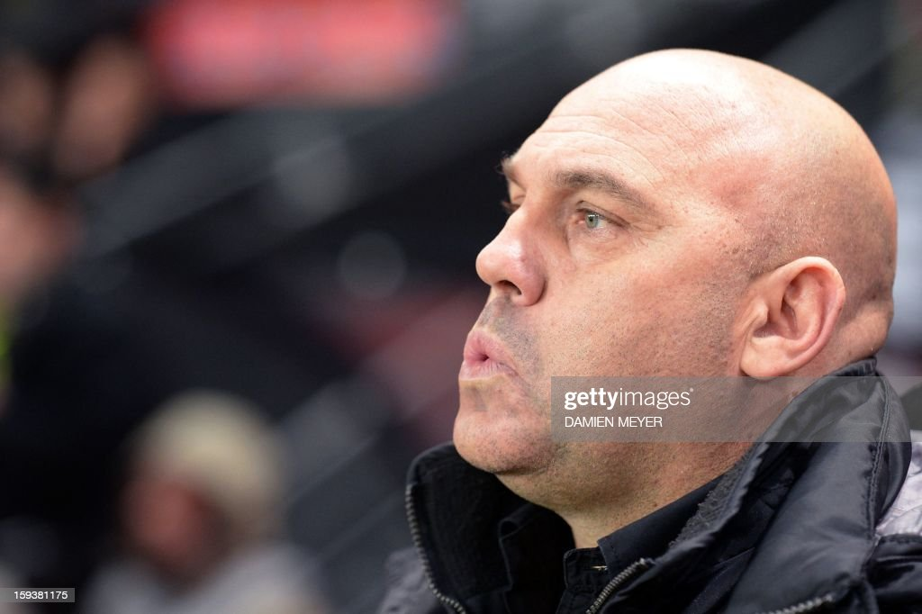 Rennes' French head coach Frederic Antonetti looks on during a French L1 football match between Rennes and Bordeaux on January 12, 2013 at the route de Lorient stadium in Rennes, western France. AFP PHOTO / DAMIEN MEYER