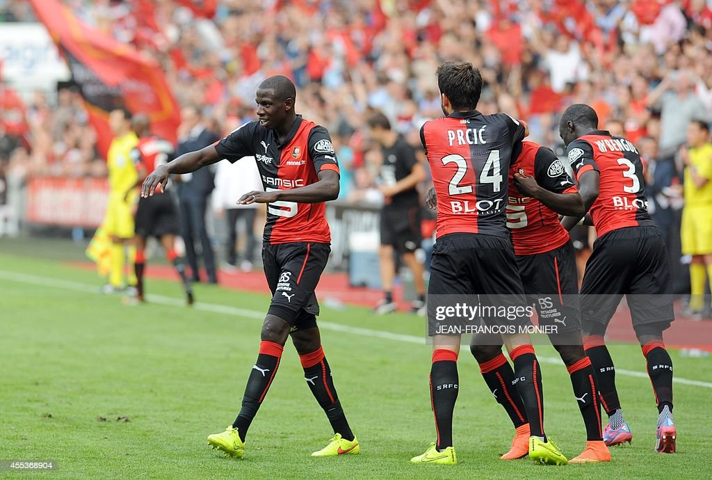 Rennes' French midfielder Abdoulaye Doucoure celebrates with his teammates after scoring during the French L1 football match between Stade Rennais FC...