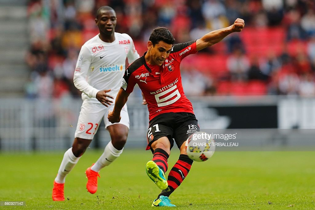 Rennes' French midfielder Benjamin Andre passes the ball during the French L1 football match between Stade Rennais FC and AS Nancy Lorraine on August...