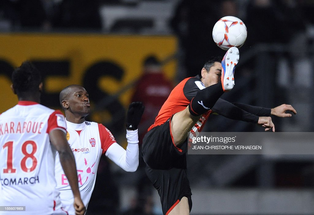 Rennes' French midfielder Julien Feret (R) fights for the ball with Nancy's French-Congolese defender Joel Sami (C) during their French L1 football match Nancy (ASNL) vs Rennes (SRFC) at Marcel Picot Stadium, on November 9, 2012 in Tomblaine. CHRISTOPHE VERHAEGEN