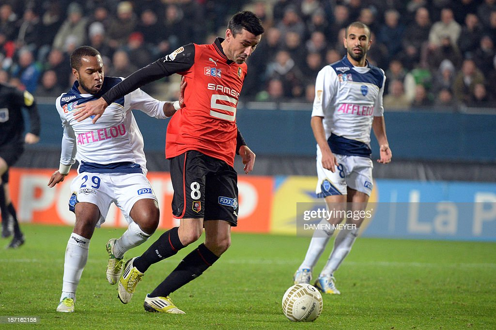 Rennes' French midfielder Julien Feret (C) fights for the ball with Troyes' French midfielder Quentin Othon during the French cup football match Rennes against Troyes on November 29 , 2012 at the route de Lorient stadium in Rennes, western France.