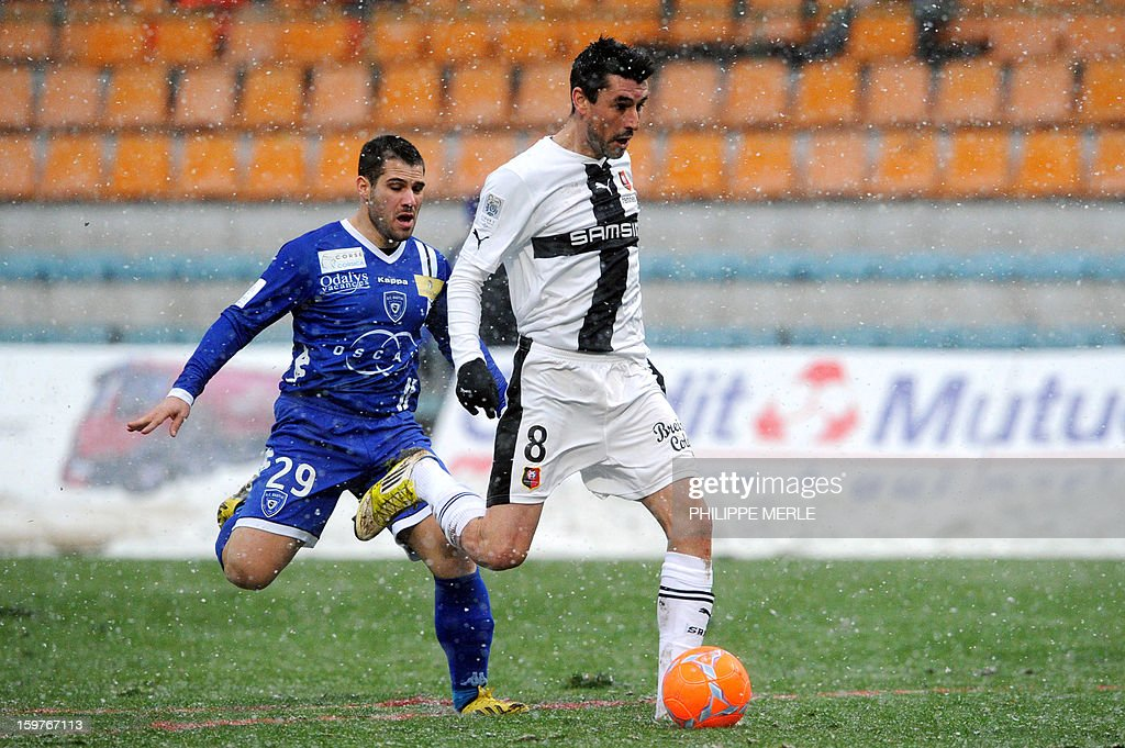 Rennes' French midfielder Julien Feret (R) vies for the ball with Bastia's French defender Gilles Cioni during the French L1 football match between Bastia and Rennes, on January 20, 2013, at the Jean Laville stadium in Gueugnon.