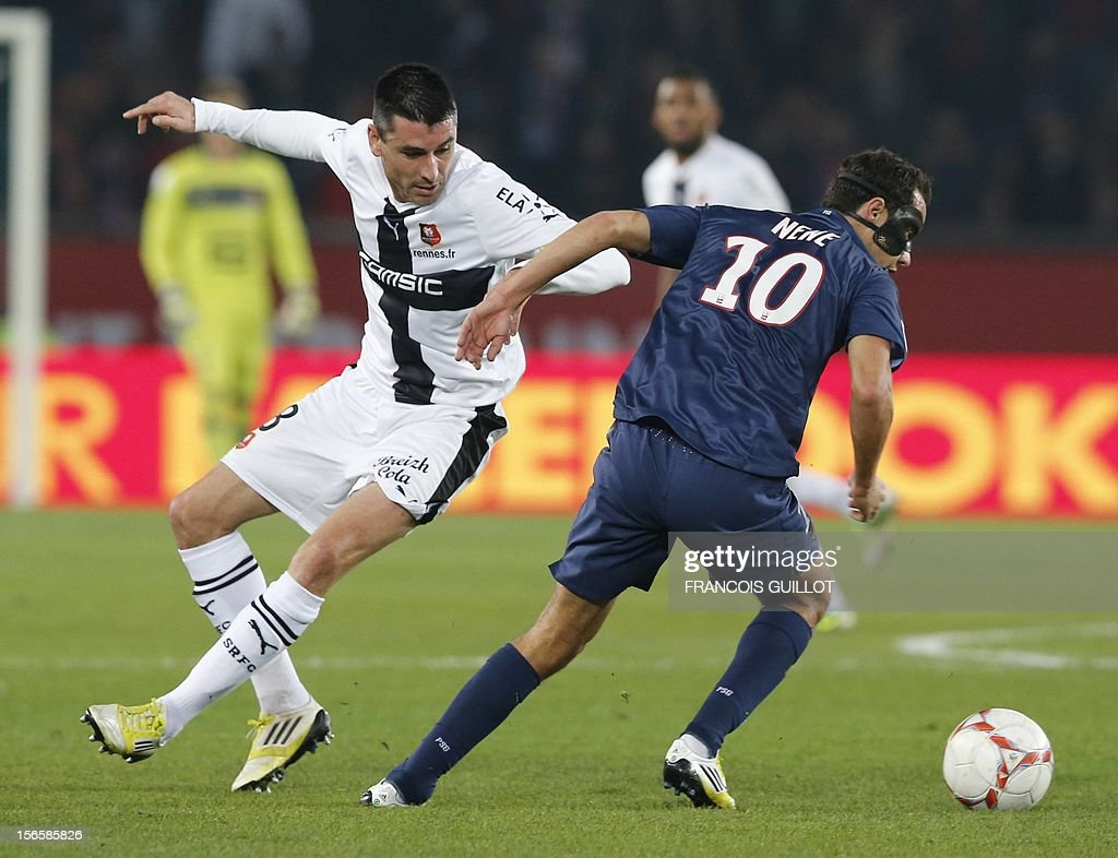 Rennes' French midfielder Julien Feret (L) vies for the ball with Paris Saint-Germain's Brazilian midfielder Nene during the French Ligue 1 football match between Paris Saint-Germain (PSG) and Rennes (SRFC) on November 17, 2012, at the Parc des Princes stadium, in Paris. AFP PHOTO / FRANCOIS GUILLOT