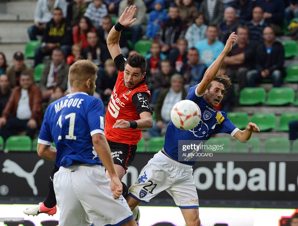 Renne's French striker Romain Alessandrini (C) vies with Bastia's French defender Francois Marque (L) and Bastia's Algerian defender Fethi Harek during the French L1 football match, Rennes (SRFC) vs Bastia (SCB), on August 25, 2012 at the route de Lorient stadium in Rennes. JOCARD