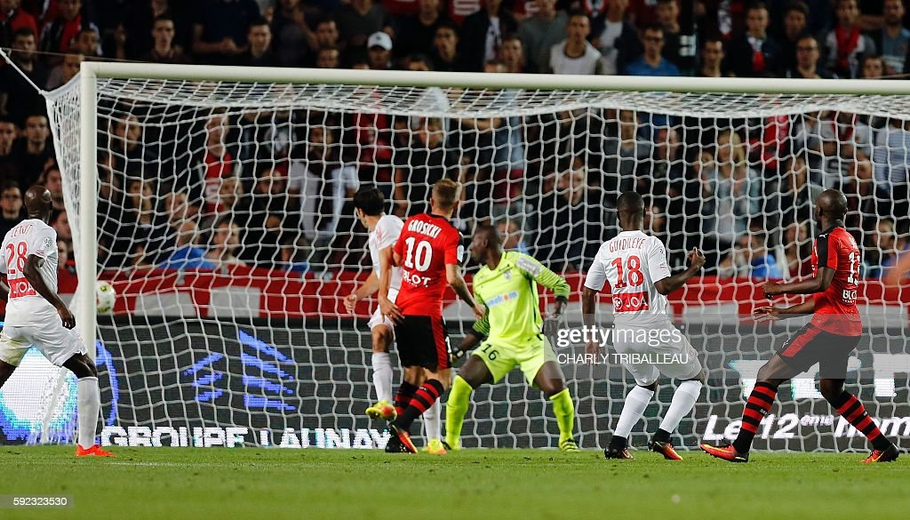Rennes' Ivorian forward Giovanni Sio scores a goal during the French L1 football match between Stade Rennais FC and AS Nancy Lorraine on August 20...
